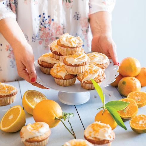 הכי ישראליים. מאפינס תפוזים בציפוי שמנת תפוזים (צילום: יוסי סליס, סגנון: נטשה חיימוביץ')