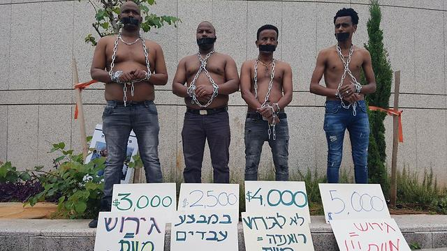African migrants protesting in Tel Aviv over expulsion threats  (Photo: Barel Efraim)
