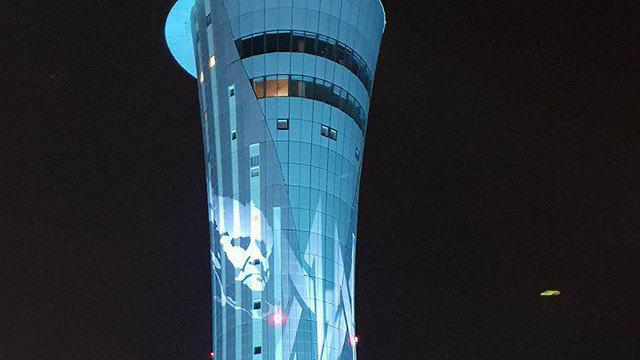 David Ben Gurion's face on the airport's air traffic control tower (Photo: Kobi Ben Navi)