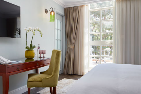 חדר עם מרפסת פרטית. בהיר ומואר