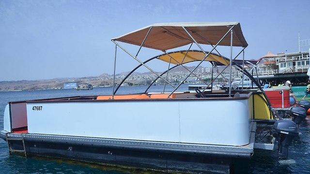 סירת הפונטון שיטור ימי באילת (צילום: מאיר אוחיון)