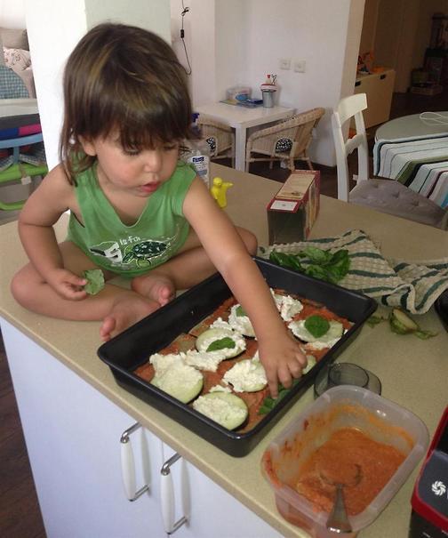 משלבים את הילדים בהכנת הארוחה (צילום: אלבום פרטי)