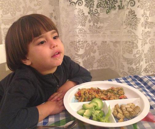 טועמים ומחליטים אם לאכול (צילום: אלבום פרטי)