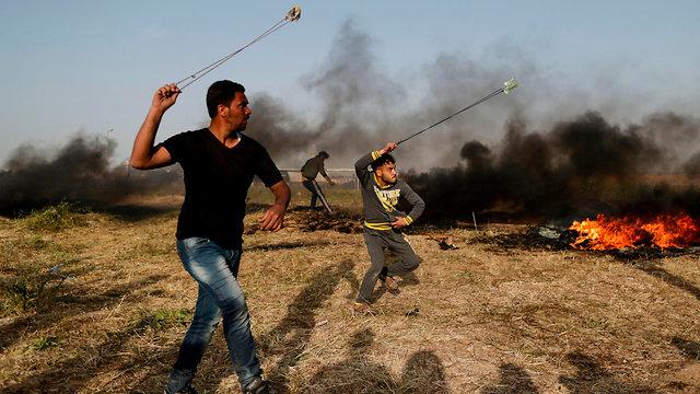 """מסך העשן של חמאס: """"10,000 צמיגים יישרפו ביום שישי"""" 8450647099396640360no"""