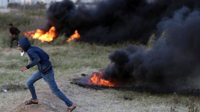 Tire burning at Gaza border protests (Photo: AP)