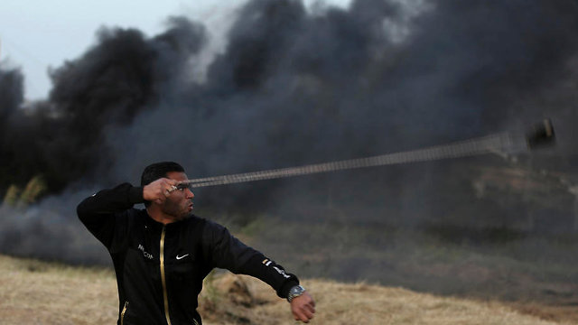"""מסך העשן של חמאס: """"10,000 צמיגים יישרפו ביום שישי"""" 845065101001399640360no"""