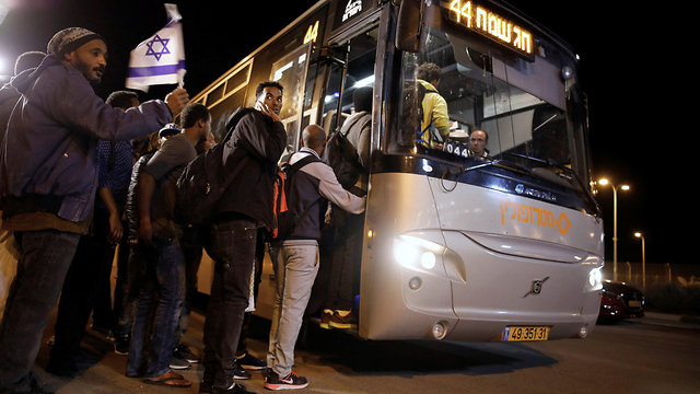 Migrants board bus to Tel Aviv after being released from detention (Photo: Reuters)