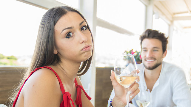 גבר ואישה בדייט (צילום: Shutterstock)