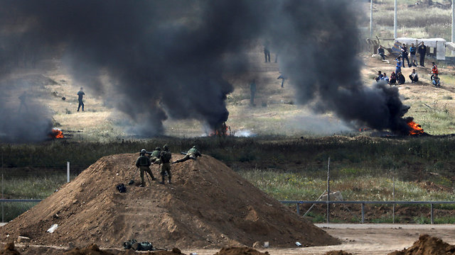 IDF forces overlooking protests near Gaza (Photo: Reuters)