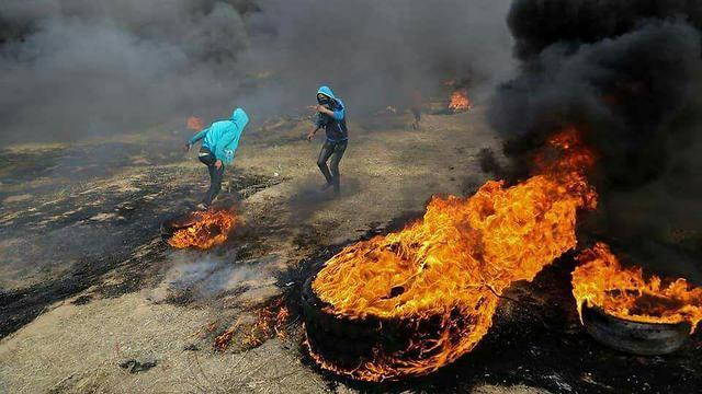 עזה Photo: הבערת צמיגים המונית בגבול עזה