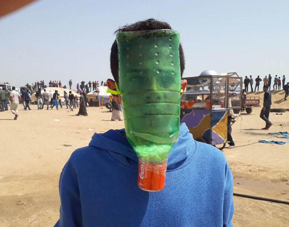 Самодельная маска. Фото: AFP