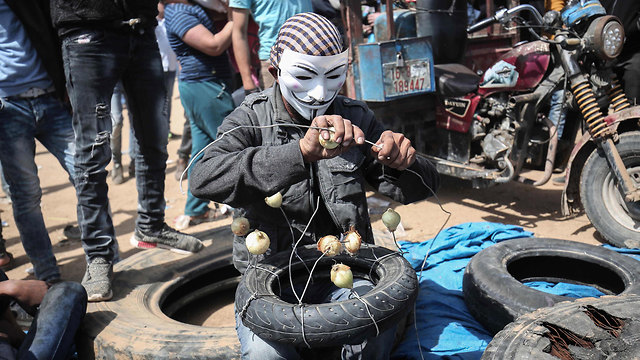 """""""Мирная демонстрация"""", Газа, 6 апреля. Фото: AFP (Photo: AFP)"""