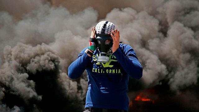 Дым от сожженных покрышек. Фото: AFP