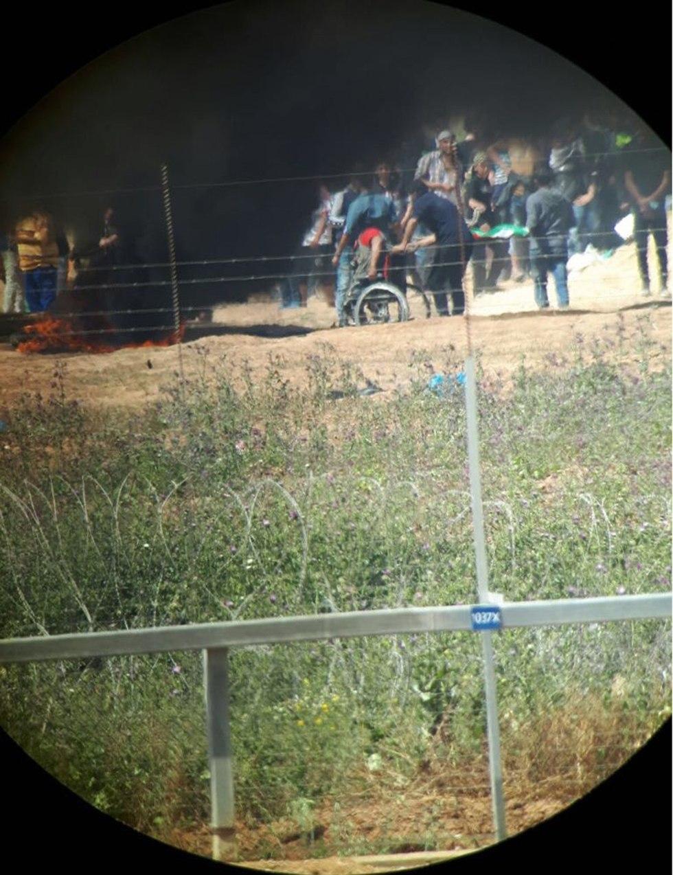 מפגינים בגבול רצועת עזה (צילום: דובר צה