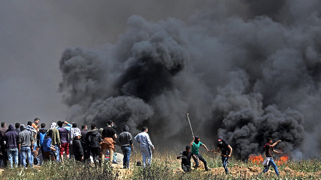 Friday's riot at the Gaza border (Photo: EPA)