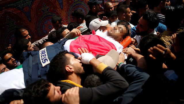 Murtaja's funeral in Gaza. The journalist was the 9th casualty in Friday's protests