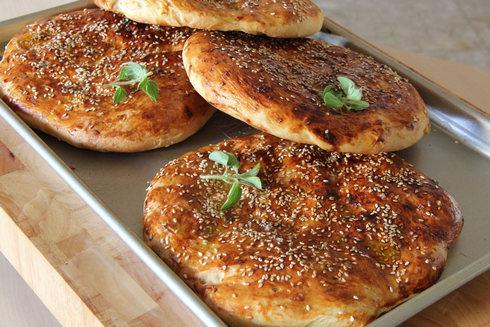 לחם טורקי עם אורגנו (צילום: חיה אילונה דר)