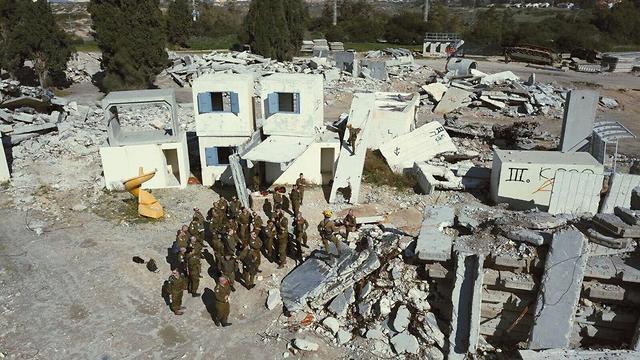 רחפן שנותן תמונה תלת מימדית של אתרי הרס ()