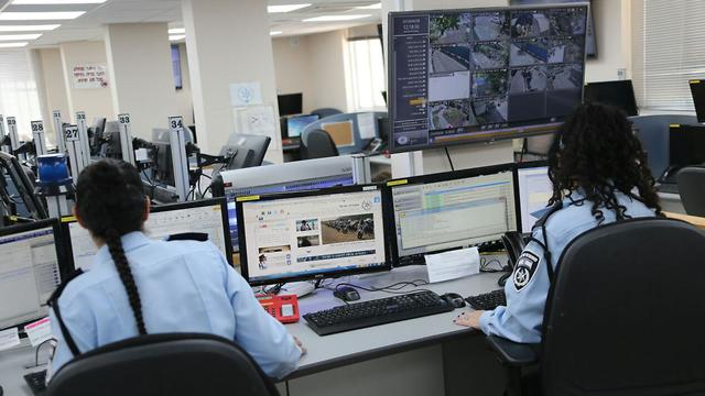 משטרת ישראל מוקד 110 (צילום: מוטי קמחי)