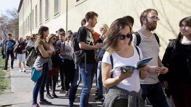 בחירות כלליות הונגריה קלפי בודפשט (צילום: AFP)