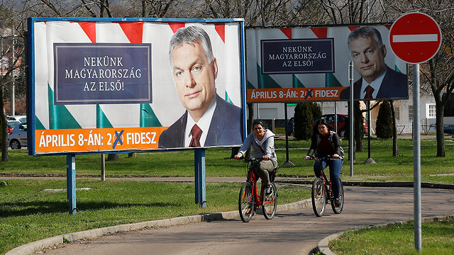 כרזת בחירות ראש ממשלת הונגריה ויקטור אורבן (צילום: רויטרס)