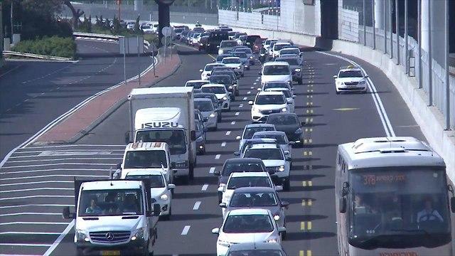 Daily traffic jams in Tel Aviv (Photo: Avi Chai)