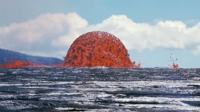 התפרצות הר הגעש קילוואה ב-1969  (צילום: השירות הגאולוגי של ארה