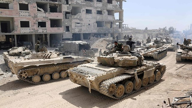 Syrian army tanks on the outskirts of Douma (Photo: AFP)