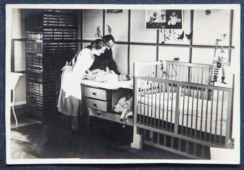 חדר הילדים, שהכין באהבה גדולה חודשים לפני שנולדה בכורתו טאה, אמי, במאי 1937 (צילום: אלבום משפחתי)