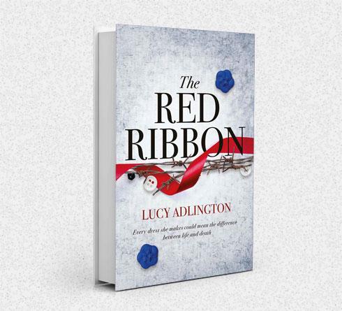 """""""גיליתי לראשונה על קיומו של הסטודיו לבגדים באושוויץ-בירקנאו במהלך מחקר היסטורי שערכתי על חיי נשים ברחבי העולם בשנות ה-40"""". הרומן """"הסרט האדום"""" של לוסי אדלינגטון (צילום:)"""