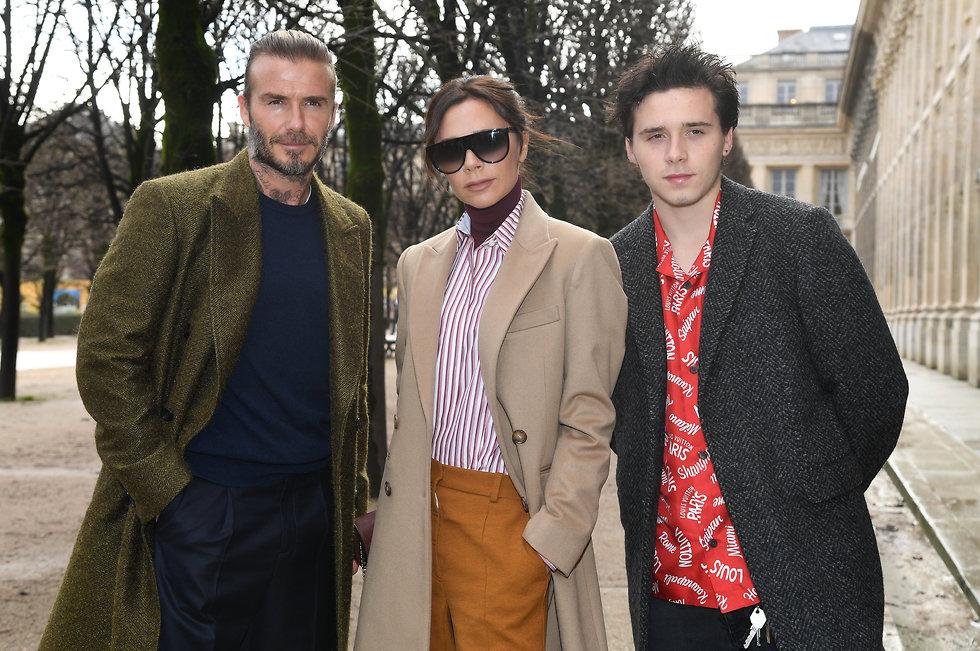 ברוקלין בקהאם עם הוריו דייויד ו-ויקטוריה (צילום: getty images)