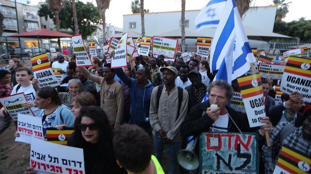 הפגנה נגד הגירוש (צילום: מוטי קמחי)