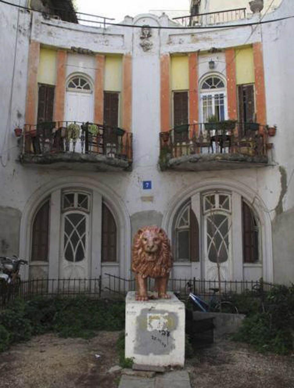 Лев до реставрации. Фото: Википедия