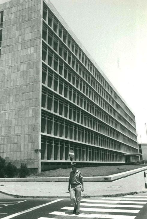 בית הסוכנות היהודית ברחוב קפלן, ת''א, בשיתוף בנימין אידלסון (צלם לא ידוע; אוסף יעל אלוני)