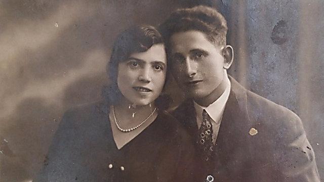 גלויה ששלחה ציפה מוליאר, אחותו של סבא, לבן דוד שלה. ציפה נרצחה בשואה באנטופול ()