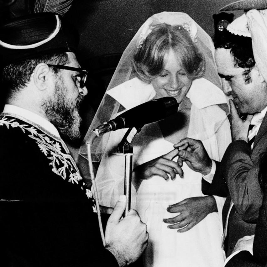 יהורם ואורנה גאון ביום החתונה. הרב עובדיה יוסף ערך את הטקס