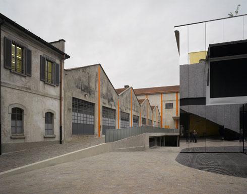 המעבדות והמחסנים של מזקקת הג'ין הפכו לגלריות רב-תכליתיות, בתוספת 3 מבנים חדשים (צילום: Bas Princen)
