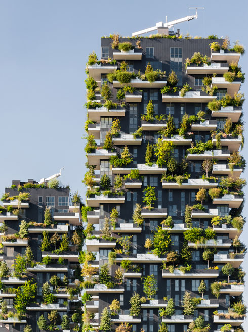 אחד הפרויקטים האדריכליים המדוברים בעולם בשנים האחרונות. ''היער האנכי'' של סטפנו בוארי (צילום: Roberto Lo Savio/Shutterstock)