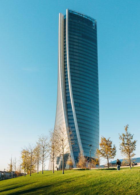 הפיתול שאין לטעות בו. המגדל שתכננה זאהה חדיד במתחם סיטילייף (צילום: Alexandre Rotenberg/Shutterstock)