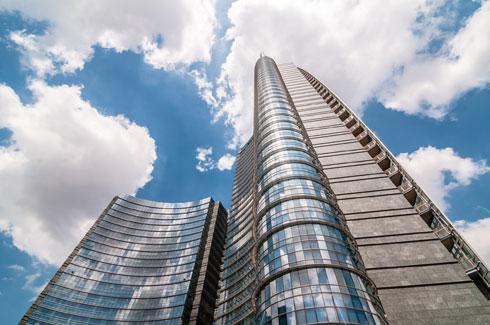 כדי לוודא שעוצמת המגדל תתבטא במספרים, הוסיף האדריכל אנטנה עצומה שתעניק לו את התואר הנכסף (צילום: Eugenio Marongiu/Shutterstock)