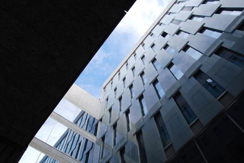 אתגר אדריכלי מסובך של מורכבות פרוגרמטית בשטח מוגבל ביותר (צילום: flickr, sarabrag, cc)