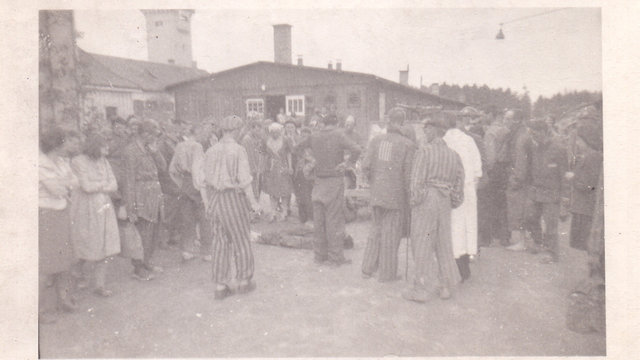 Jewish prisoners taking revenge on SS soldiers (Photo: Massuah Institute for Holocaust Studies)