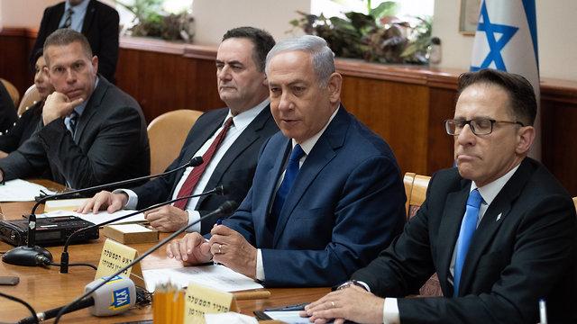 PM Netanyahu at cabinet meeting (Photo: Yoav Dudkevitch)