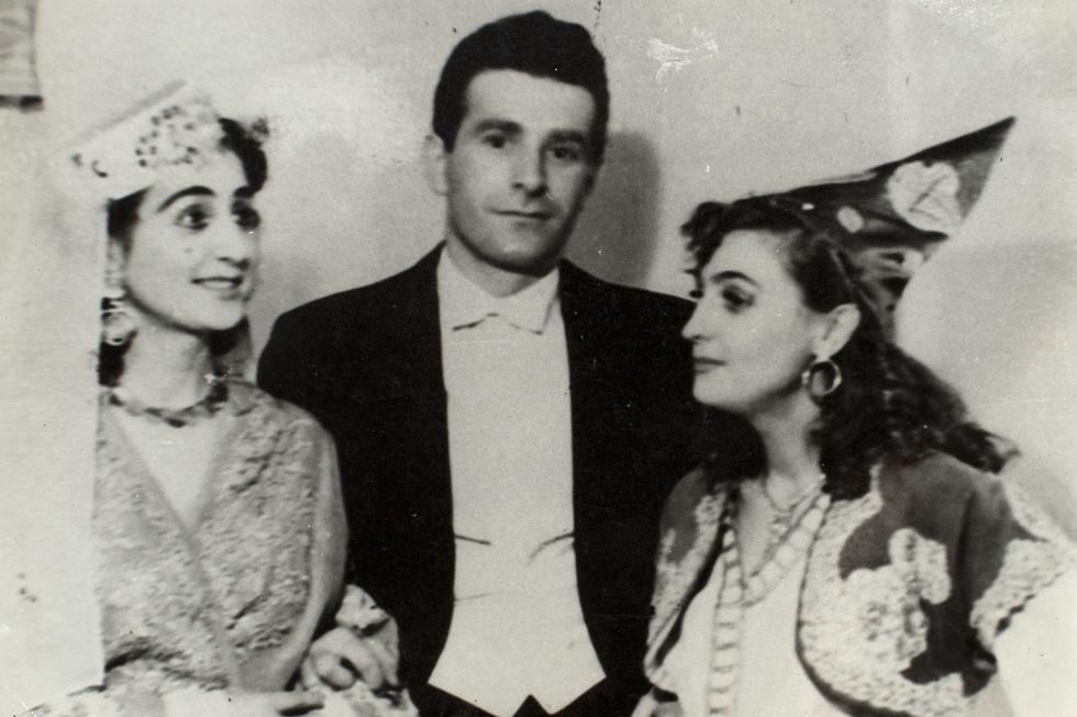 """רוט בבית האופרה בטימישוארה, רומניה, 1956. """"הרגשתי שאני סגור"""" (צילום רפרודוקציה: יובל חן)"""
