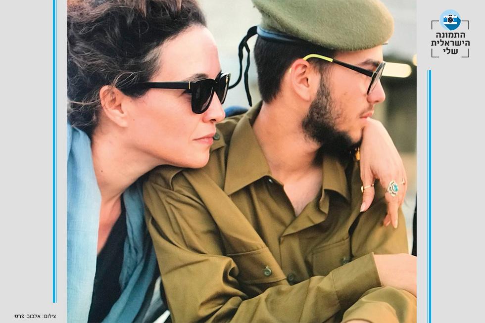"""עם בנה, מורי. """"אמא ובנה החייל זו התמונה הכי ישראלית בעיניי, כי זה דבר נפלא ונורא שמתקיים באותה נשימה, לתת את ילדך למקום שהוא הכי לא טבעי לאמא היהודייה. כשאני רואה חייל, אני רואה תמיד גם את אמא שלו"""""""