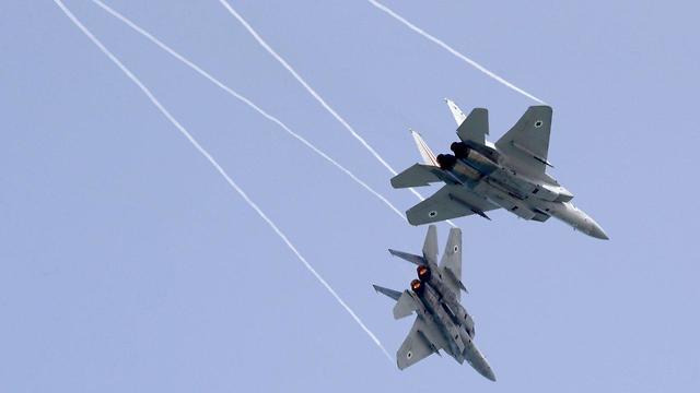 Entraînement des F-15 pour le survol (Photo: AFP)