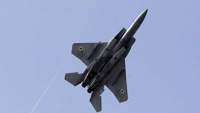 Самолет, участвующий в авиашоу. Фото: AFP