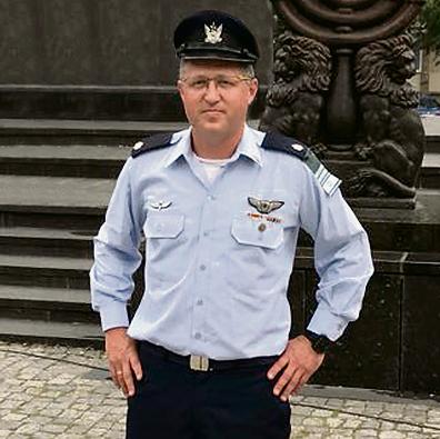 """דודי זהר ז""""ל בשנה שעברה בפולין, במסגרת משלחת """"עדים במדים"""""""