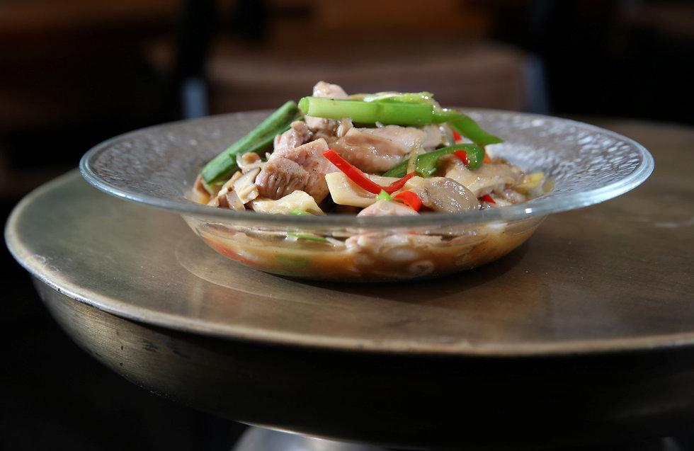 מבשלים לכבוד ראש השנה התאילנדי (צילום: ירון ברנר)
