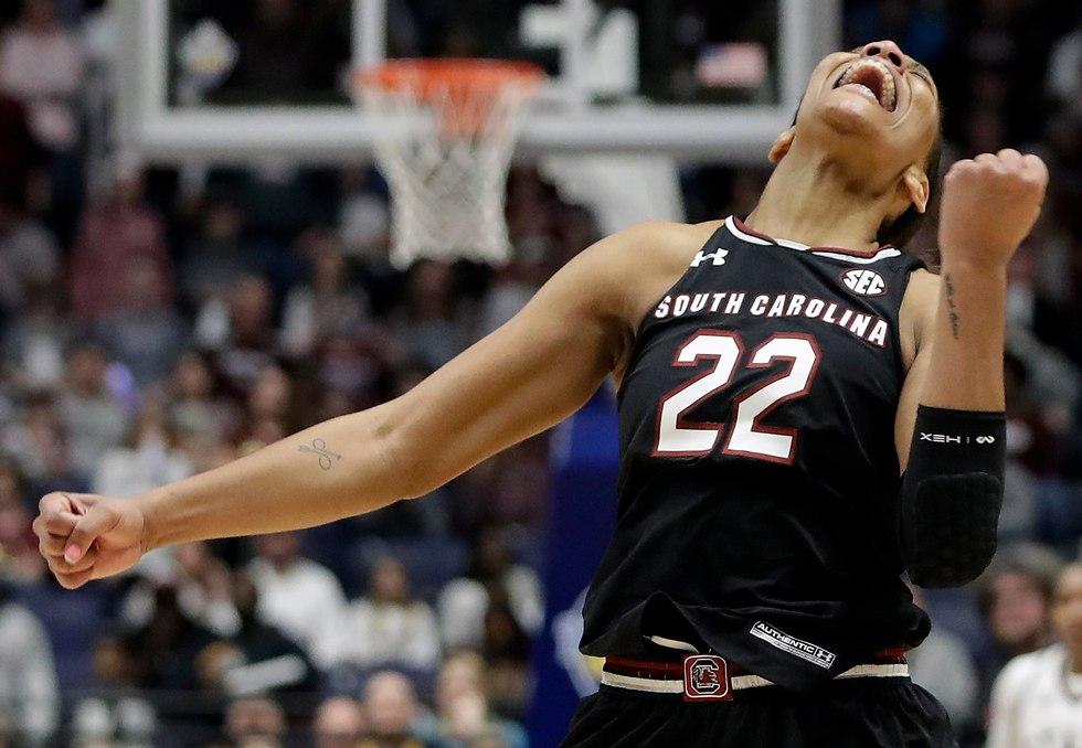אג'ה ווילסון דראפט WNBA דרום קרוליינה (צילום: AP)